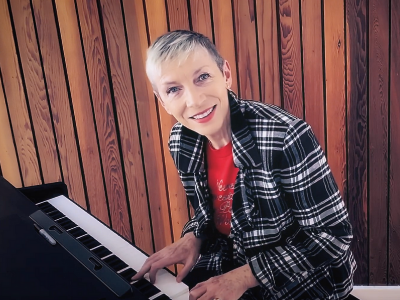 Annie Lennox plays for STV Children's Appeal